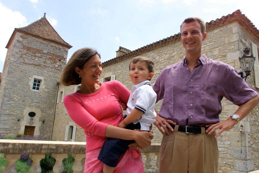 Le prince Nikolai de Danemark avec ses parents, le 17 juillet 2001
