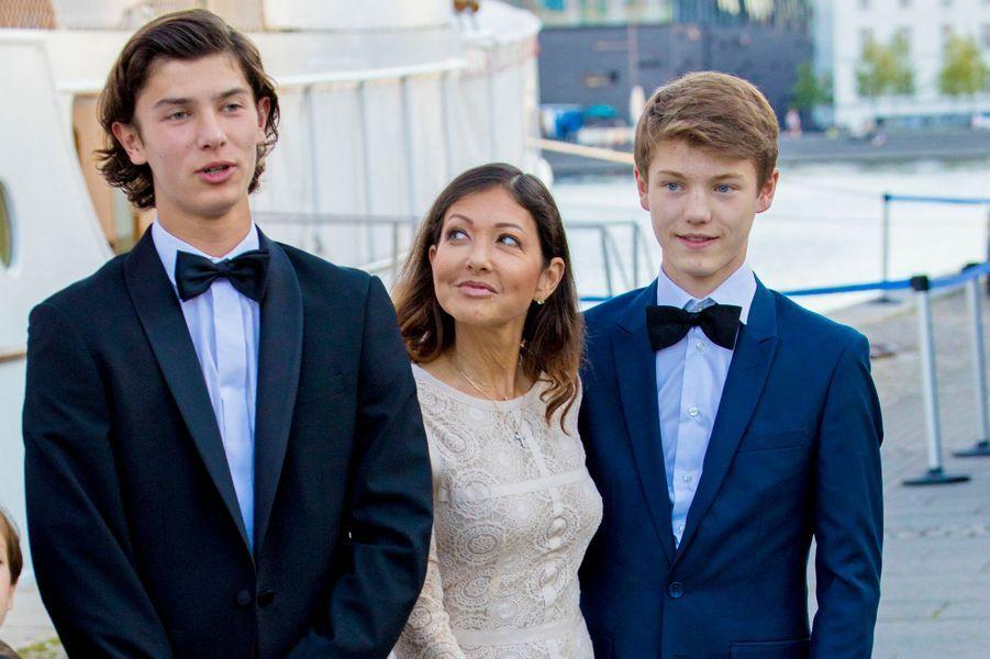 Le prince Nikolai de Danemark avec sa mère Alexandra Menlay et son frère le prince Felix à Copenhague, le 28 août 2017