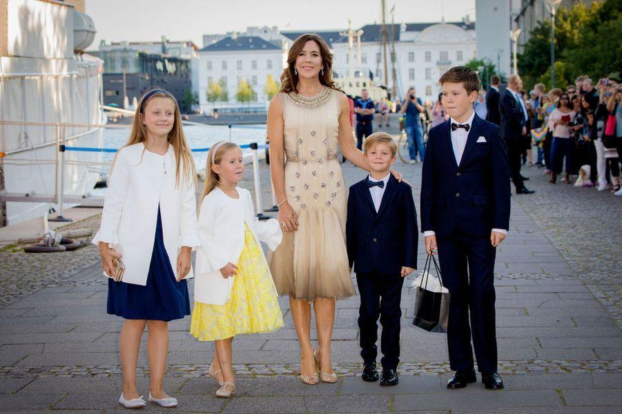 La princesse Mary de Danemark et ses enfants à Copenhague, le 28 août 2017