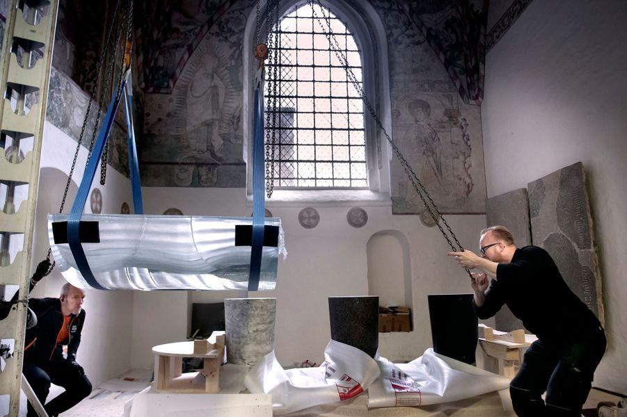 Installation du futur tombeau de la reine Margrethe II de Danemark dans la chapelle Sainte Brigitte de la cathédrale de Roskilde, en avril 2018