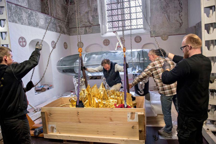 Installation du tombeau de la reine Margrethe II de Danemark dans la chapelle Sainte Brigitte de la cathédrale de Roskilde, en avril 2018