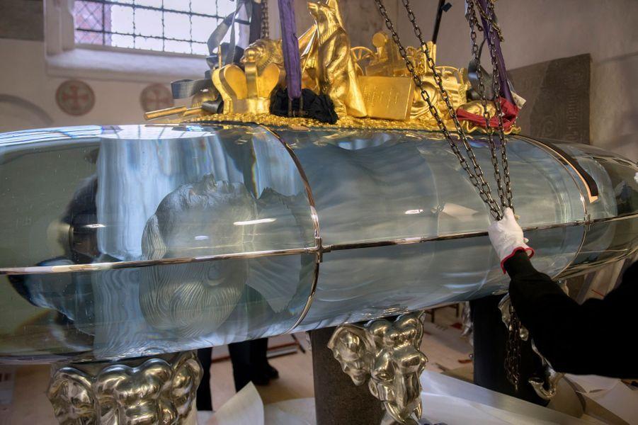 Installation du futur tombeau de la reine Margrethe II de Danemark en la cathédrale de Roskilde, en avril 2018