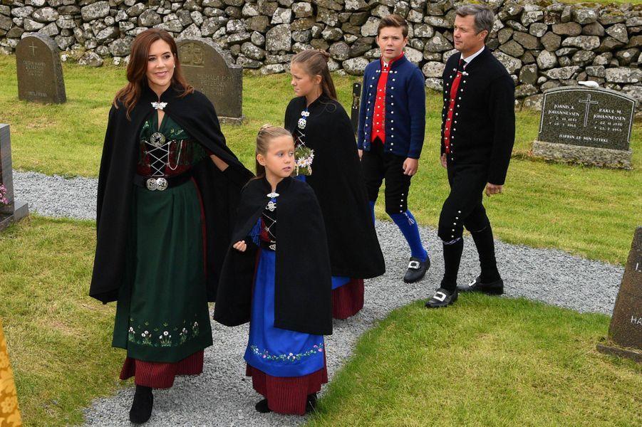 La princesse Mary et le prince Frederik de Danemark avec leurs enfants aux îles Féroé, le 26 août 2018