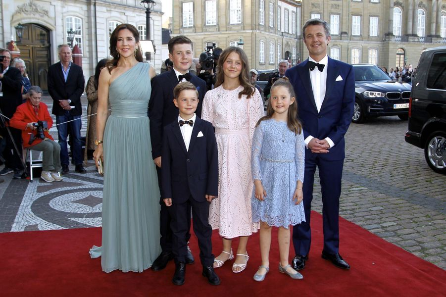 La princesse Mary et le prince Frederik de Danemark avec leurs enfants à Copenhague, le 7 juin 2019