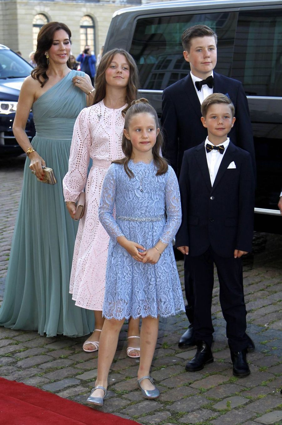 La princesse Mary de Danemark avec ses enfants à Copenhague, le 7 juin 2019