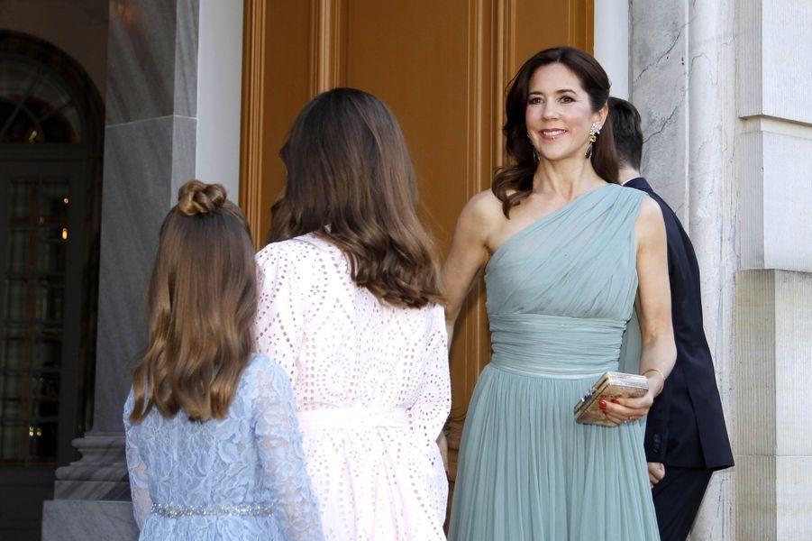 La princesse Mary de Danemark avec ses filles à Copenhague, le 7 juin 2019