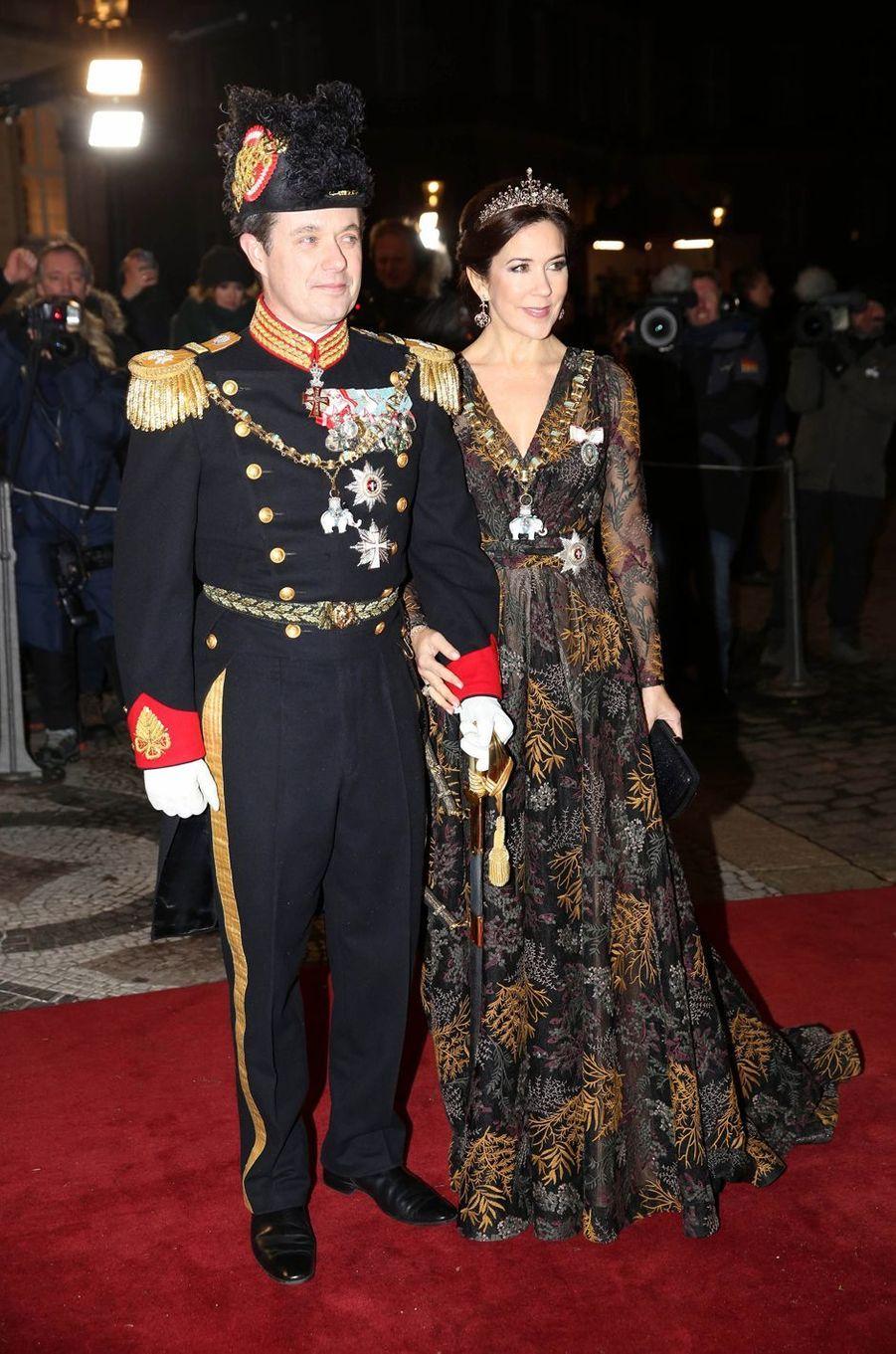 La princesse Mary, en Jesper Hovring, et le prince Frederik de Danemark à Copenhague, le 1er janvier 2019