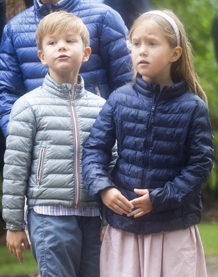 La Famille Royale Du Danemark Assiste Au Passage Du Ringriding Au Château De Gråsten 14