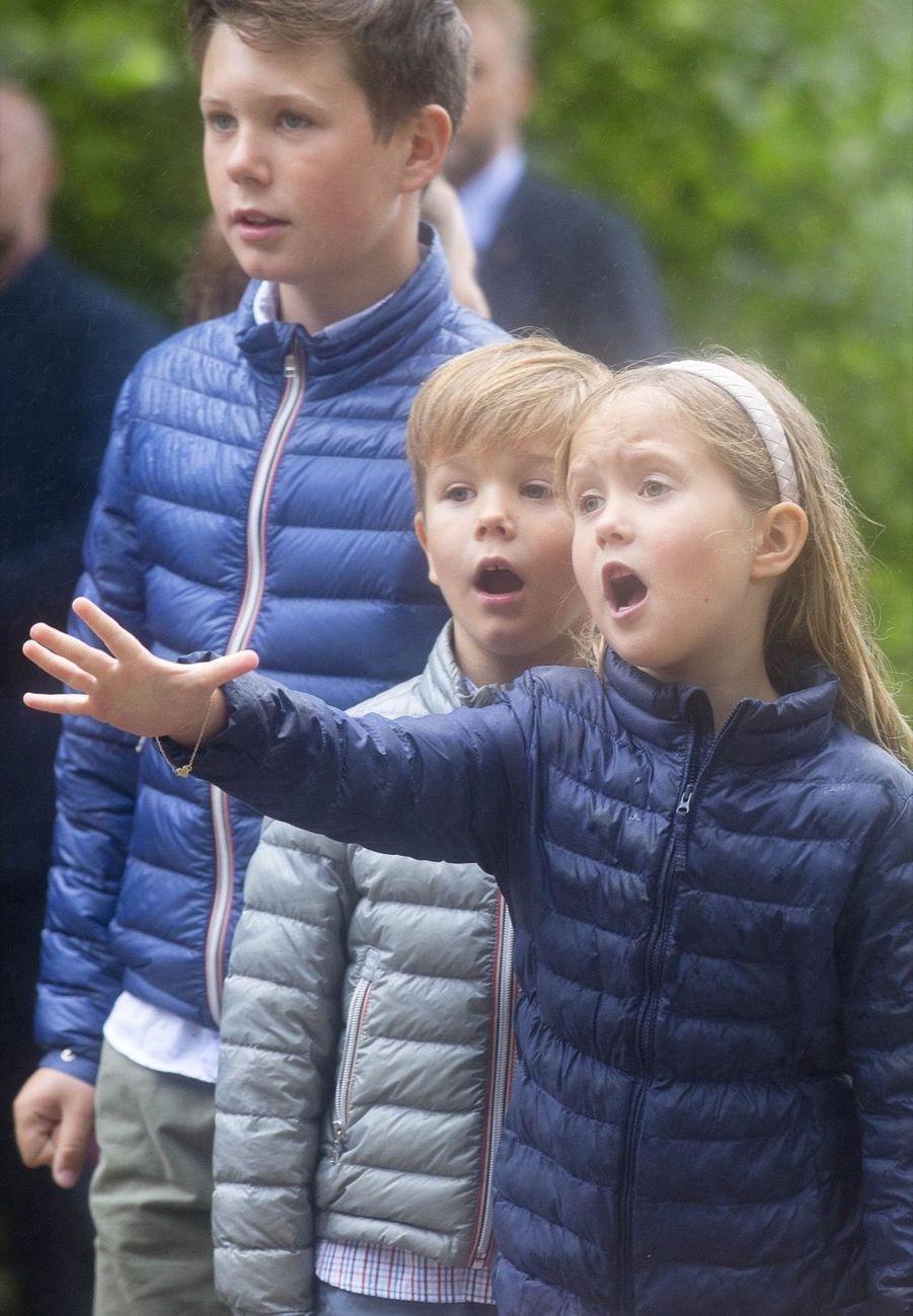 La Famille Royale Du Danemark Assiste Au Passage Du Ringriding Au Château De Gråsten 22