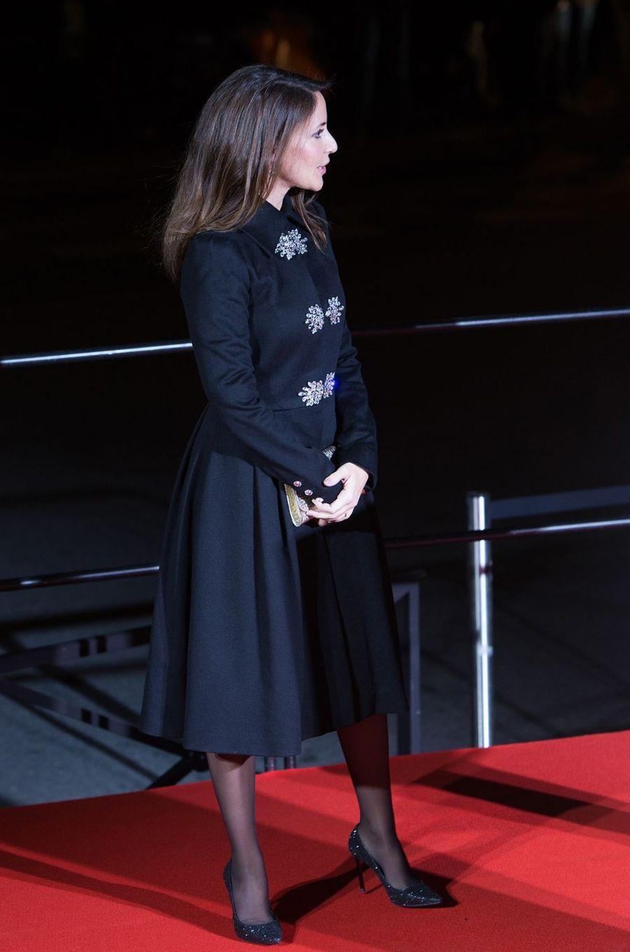 La princesse Marie de Danemark dans un manteau noir orné de strass à Paris, le 15 novembre 2017