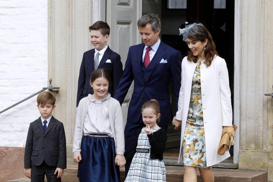 La princesse Mary et prince Frederik de Danemark avec leurs enfants à Fredensborg, le 1er avril 2017
