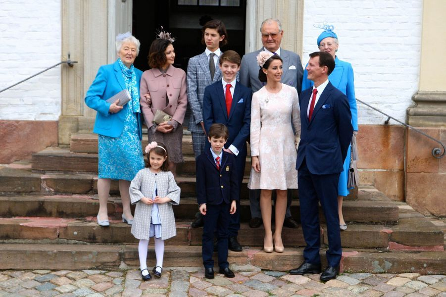 La famille royale danoise lors de la confirmation du prince Felix de Danemark à Fredensborg, le 1er avril 2017