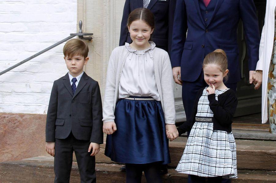 Les princesses Isabelle et Josephine et le prince Vincent de Danemark à Fredensborg, le 1er avril 2017