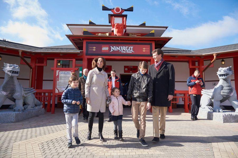 La princesse Marie et le prince Joachim de Danemark et leurs enfants au Legoland de Billund, le 19 mars 2016
