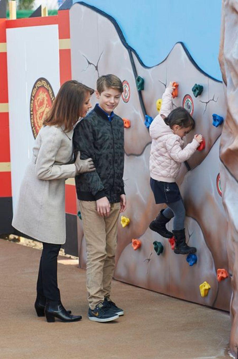 Les princesses Marie et Athena et le prince Félix de Danemark au Legoland de Billund, le 19 mars 2016