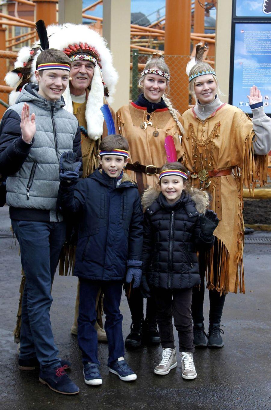 Les princes Felix et Henrik et la princesse Athena de Danemark au Legoland Billund, le 24 mars 2018