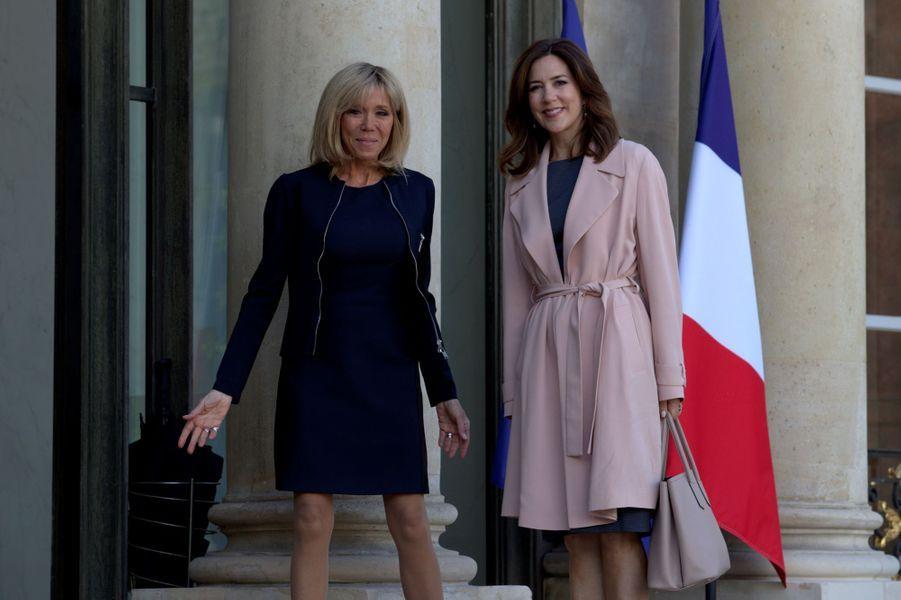 La princesse Mary de Danemark avec Brigitte Macron à Paris, le 6 juin 2017