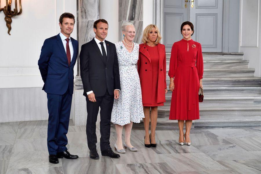 La princesse Mary, le prince Frederik et la reine Margrethe II de Danemark avec Brigitte et Emmanuel Macron à Copenhague, le 28 août 2018