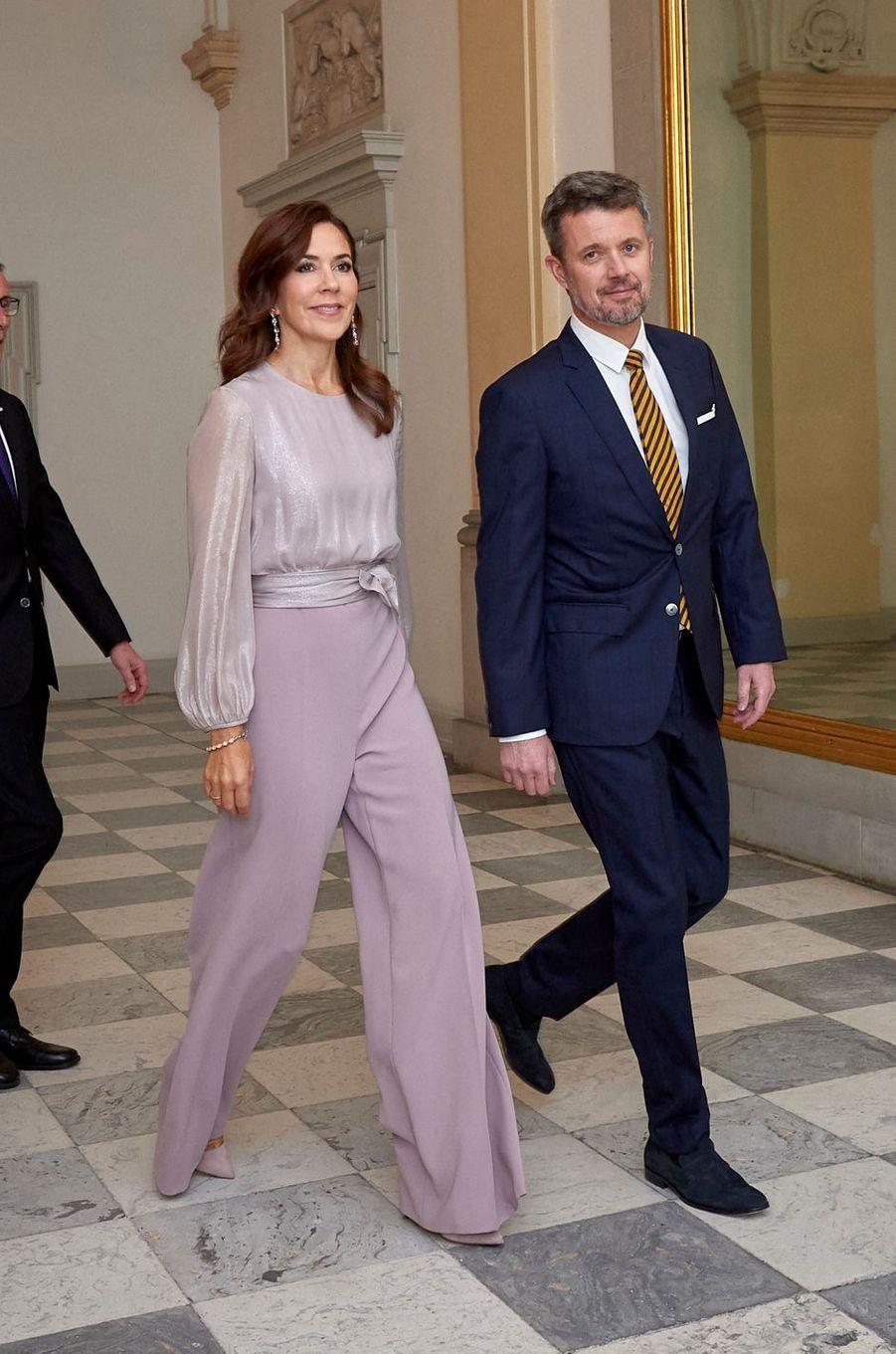 La princesse Mary, en Max Mara, et le prince Frederik de Danemark à Copenhague, le 11 octobre 2019
