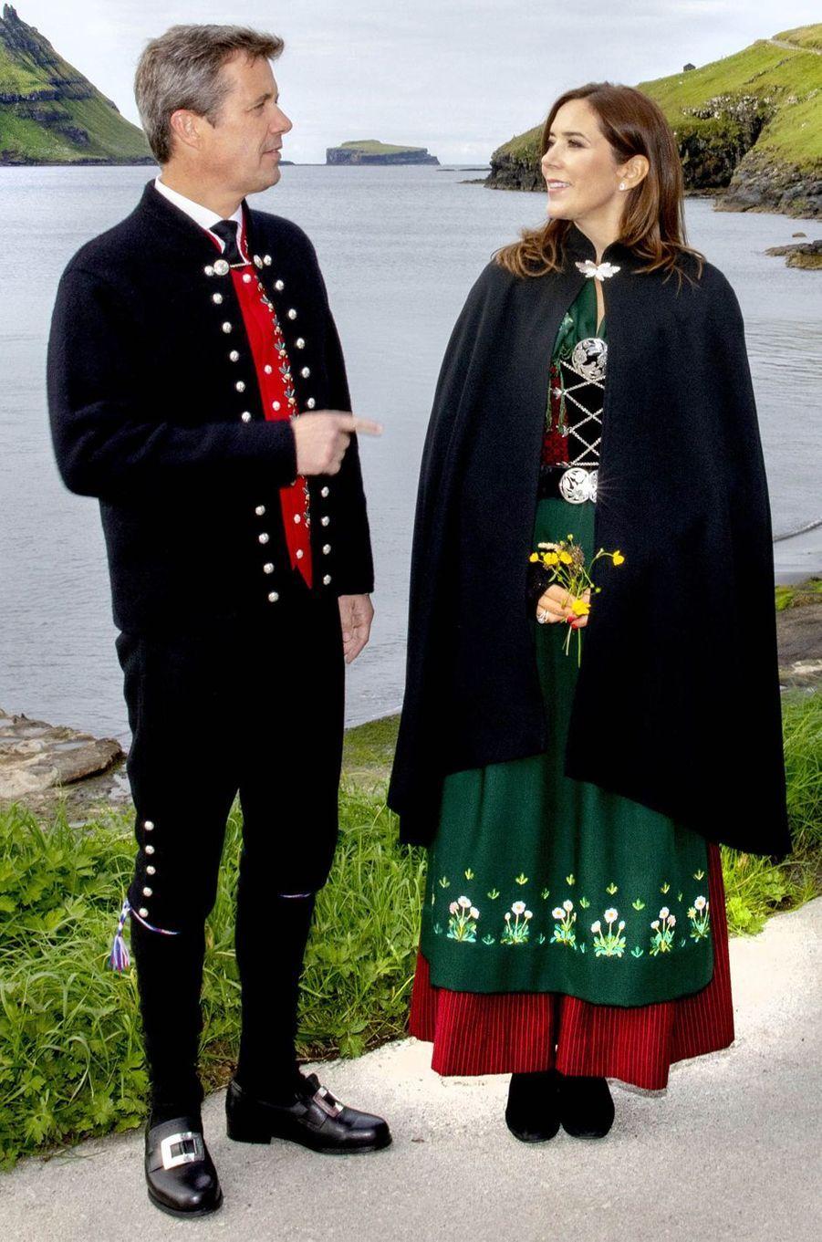 Le costume de la princesse Mary de Danemark aux îles Féroé, le 26 août 2018