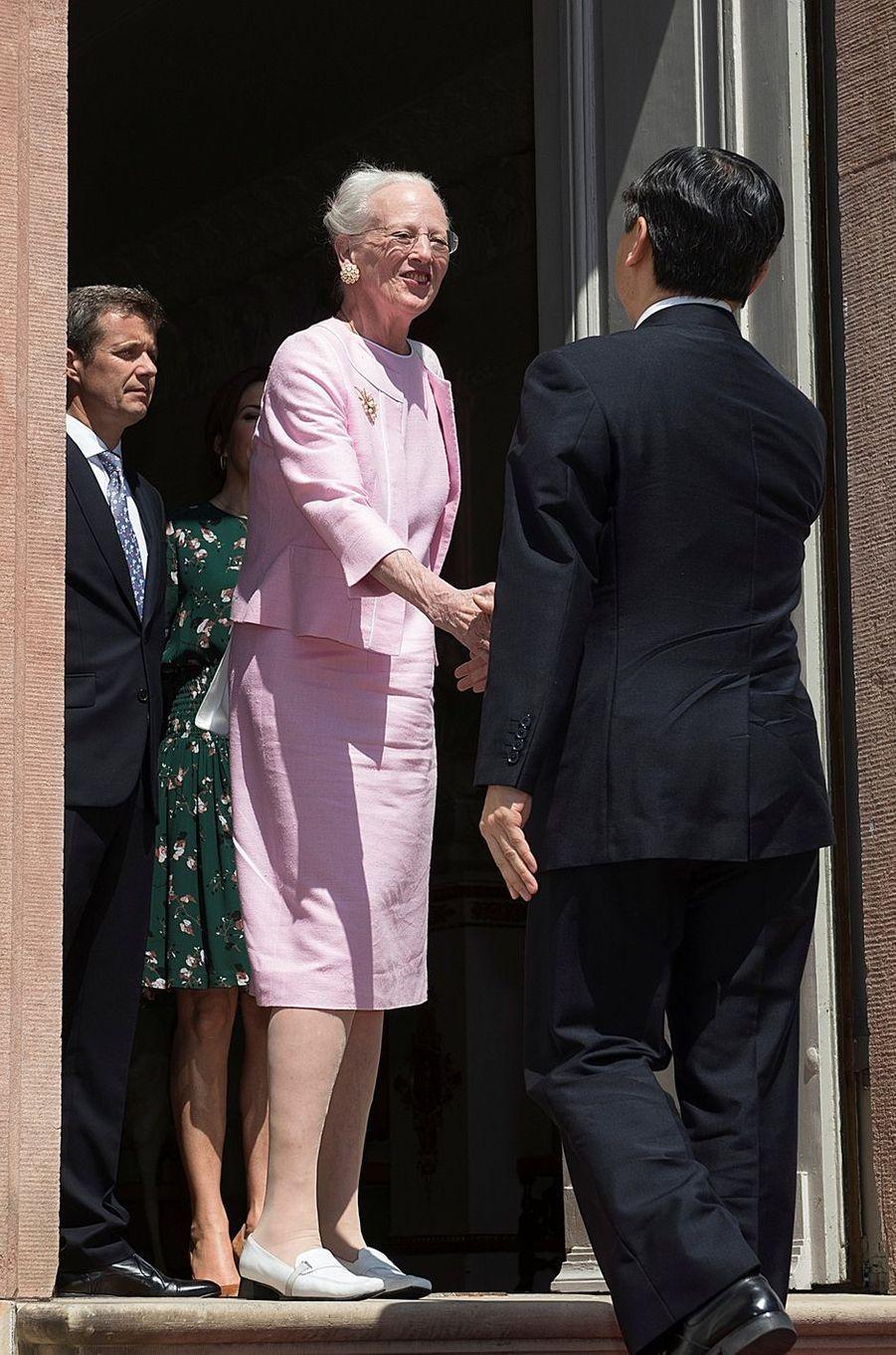 La reine Margrethe II de Danemark avec le prince Naruhito du Japon à Fredensborg, le 18 juin 2017