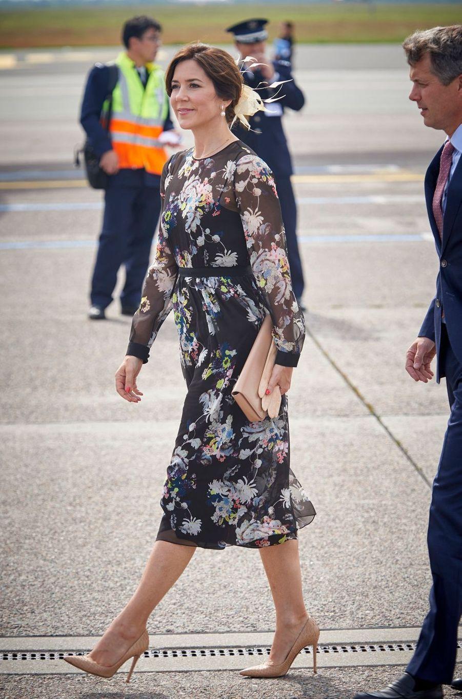 La princesse Mary et le prince Frederik de Danemark à l'aéroport de Copenhague, le 15 juin 2017