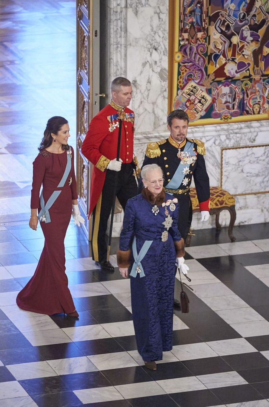La princesse Mary et le prince Frederik de Danemark avec la reine Margrethe II à Copenhague, le 3 janvier 2018