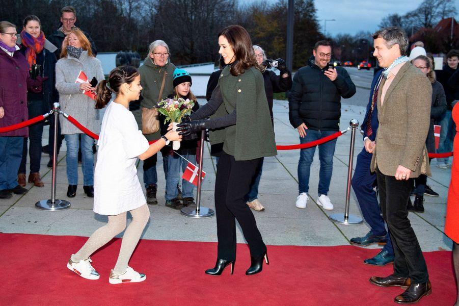 La princesse Mary et le prince Frederik de Danemark arrivent au Kunsten Museum à Aalborg, le 24 novembre 2018