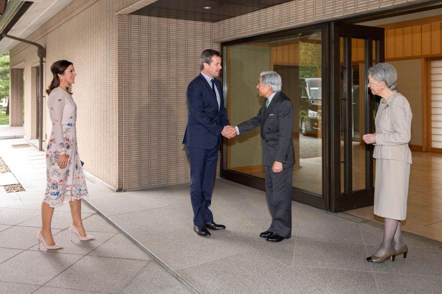 La princesse Mary et le prince Frederik de Danemark reçus par l'empereur Akihito du Japon et l'impératrice Michiko à Tokyo, le 11 octobre 2017