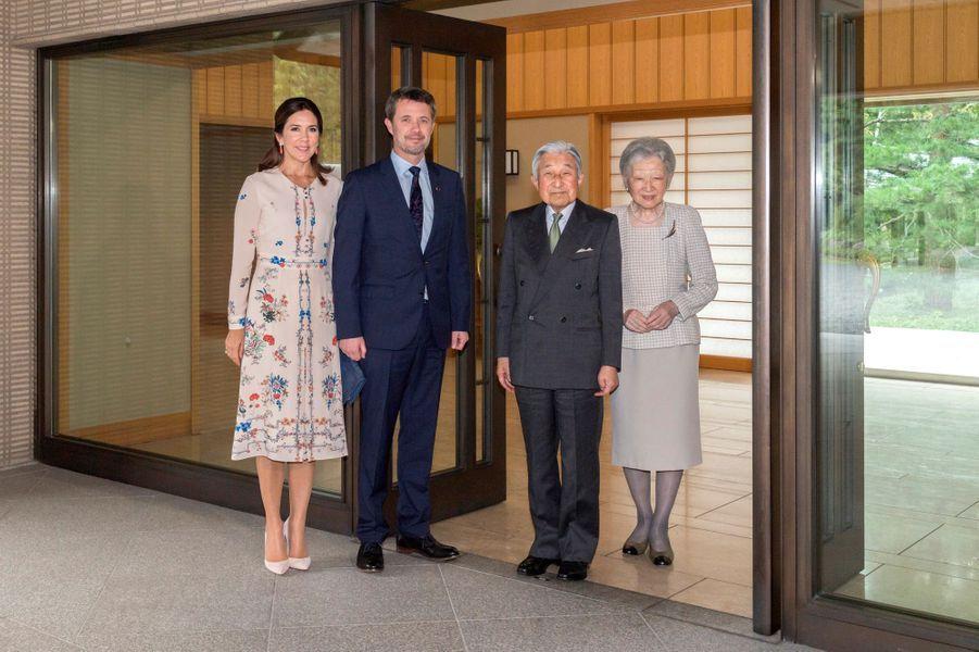 La princesse Mary et le prince Frederik de Danemark en compagnie de l'empereur Akihito du Japon et de l'impératrice Michiko à Tokyo, le 11 octobre 2017