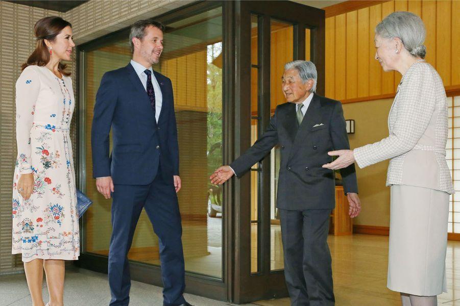 La princesse Mary et le prince Frederik de Danemark avec l'empereur du Japon Akihito et l'impératrice Michiko à Tokyo, le 11 octobre 2017
