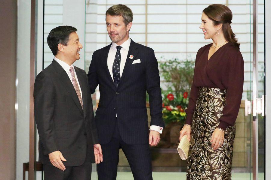 La princesse Mary et le prince Frederik de Danemark avec le prince héritier du Japon Naruhito à Tokyo, le 11 octobre 2017