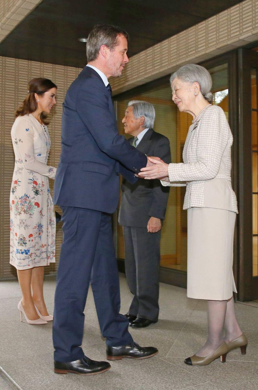 La princesse Mary et le prince Frederik de Danemark avec l'empereur Akihito du Japon et l'impératrice Michiko à Tokyo, le 11 octobre 2017