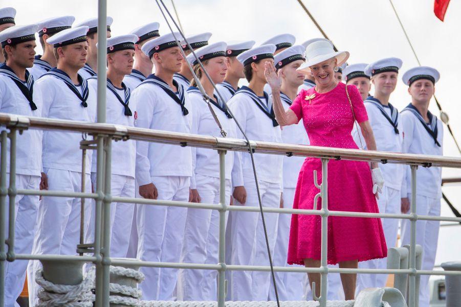 La Reine Margrethe II Du Danemark Dans Le Port De Haderslev Pour Ses Vacances D'été ( 1