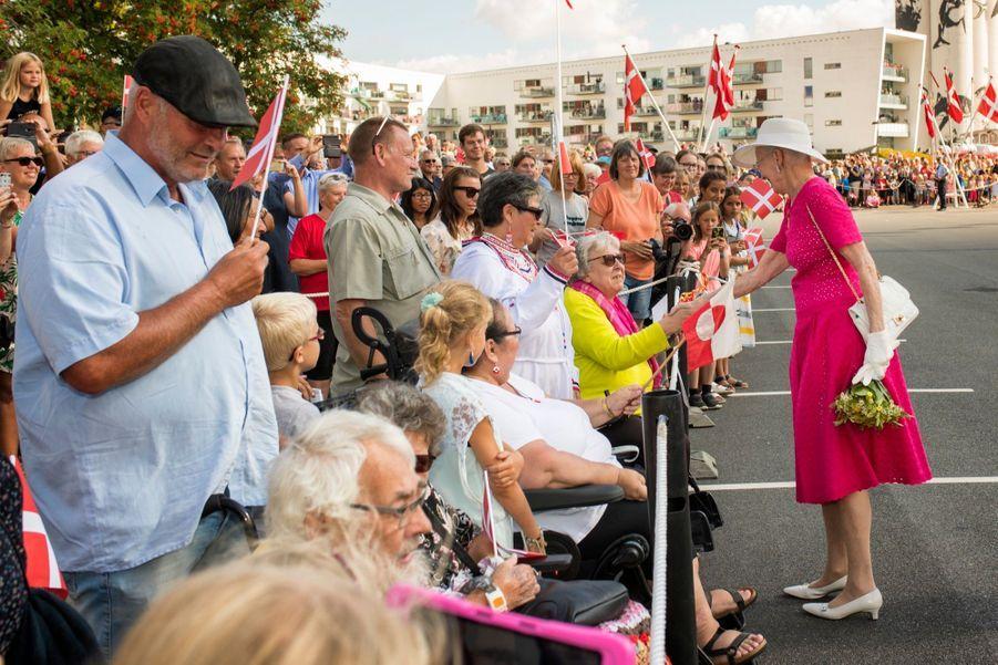 La Reine Margrethe II Du Danemark Dans Le Port De Haderslev Pour Ses Vacances D'été ( 10