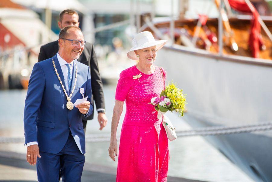 La Reine Margrethe II Du Danemark Dans Le Port De Haderslev Pour Ses Vacances D'été ( 3