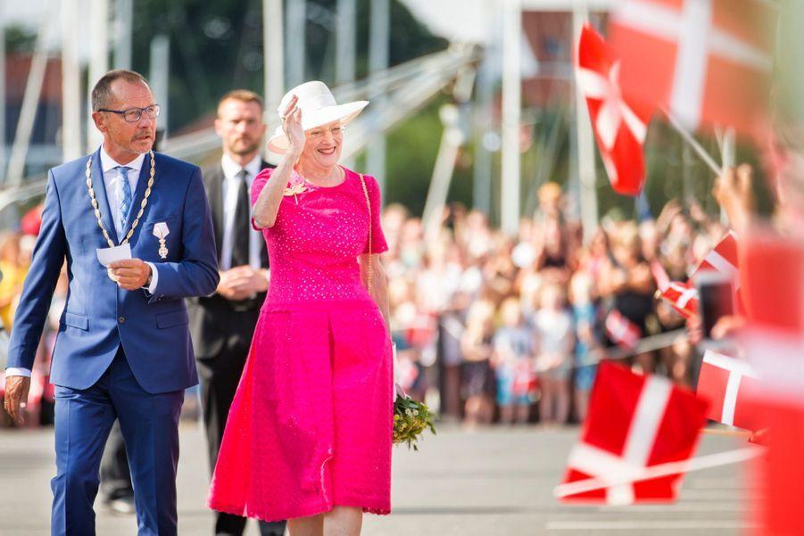 La Reine Margrethe II Du Danemark Dans Le Port De Haderslev Pour Ses Vacances D'été ( 4