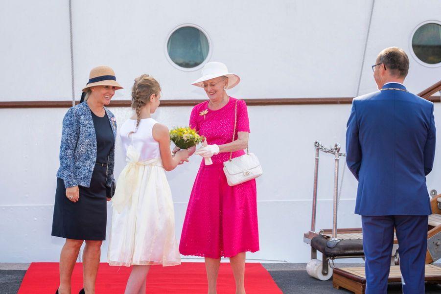 La Reine Margrethe II Du Danemark Dans Le Port De Haderslev Pour Ses Vacances D'été ( 6