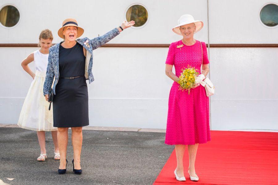 La Reine Margrethe II Du Danemark Dans Le Port De Haderslev Pour Ses Vacances D'été ( 7