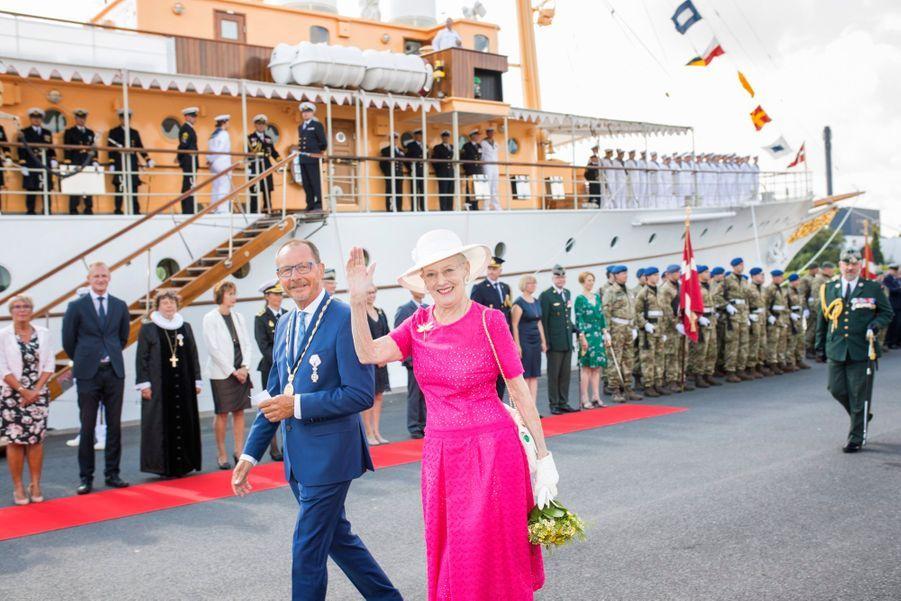 La Reine Margrethe II Du Danemark Dans Le Port De Haderslev Pour Ses Vacances D'été ( 8