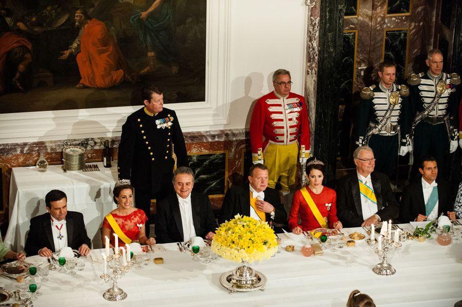 La famille royale de Danemark avec Enrique Peña Nieto à Fredensborg, le 13 avril 2016