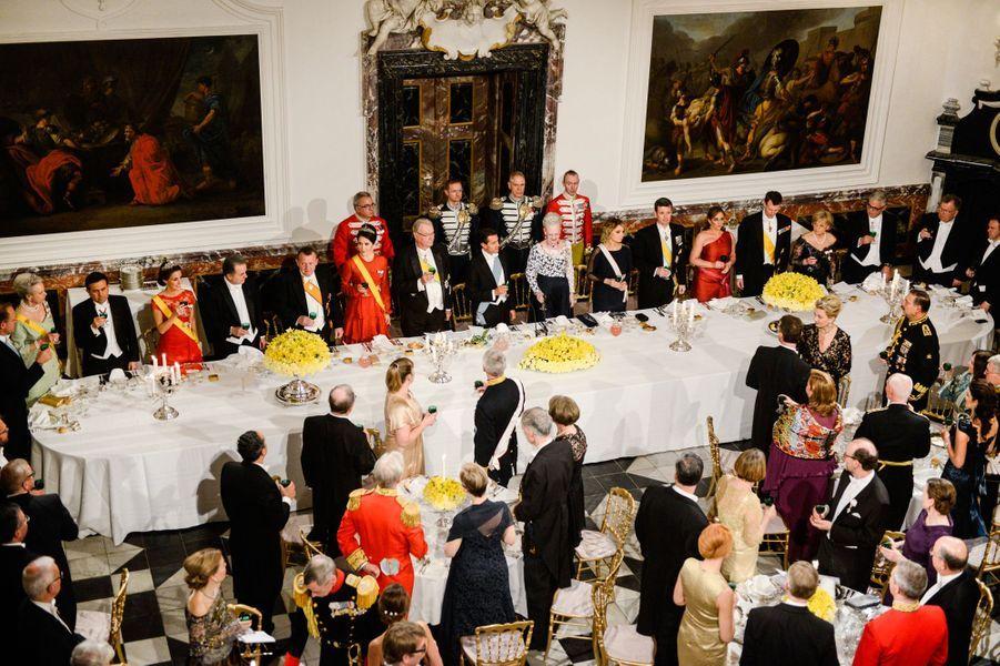La famille royale de Danemark avec Enrique Peña Nieto et sa femme à Fredensborg, le 13 avril 2016
