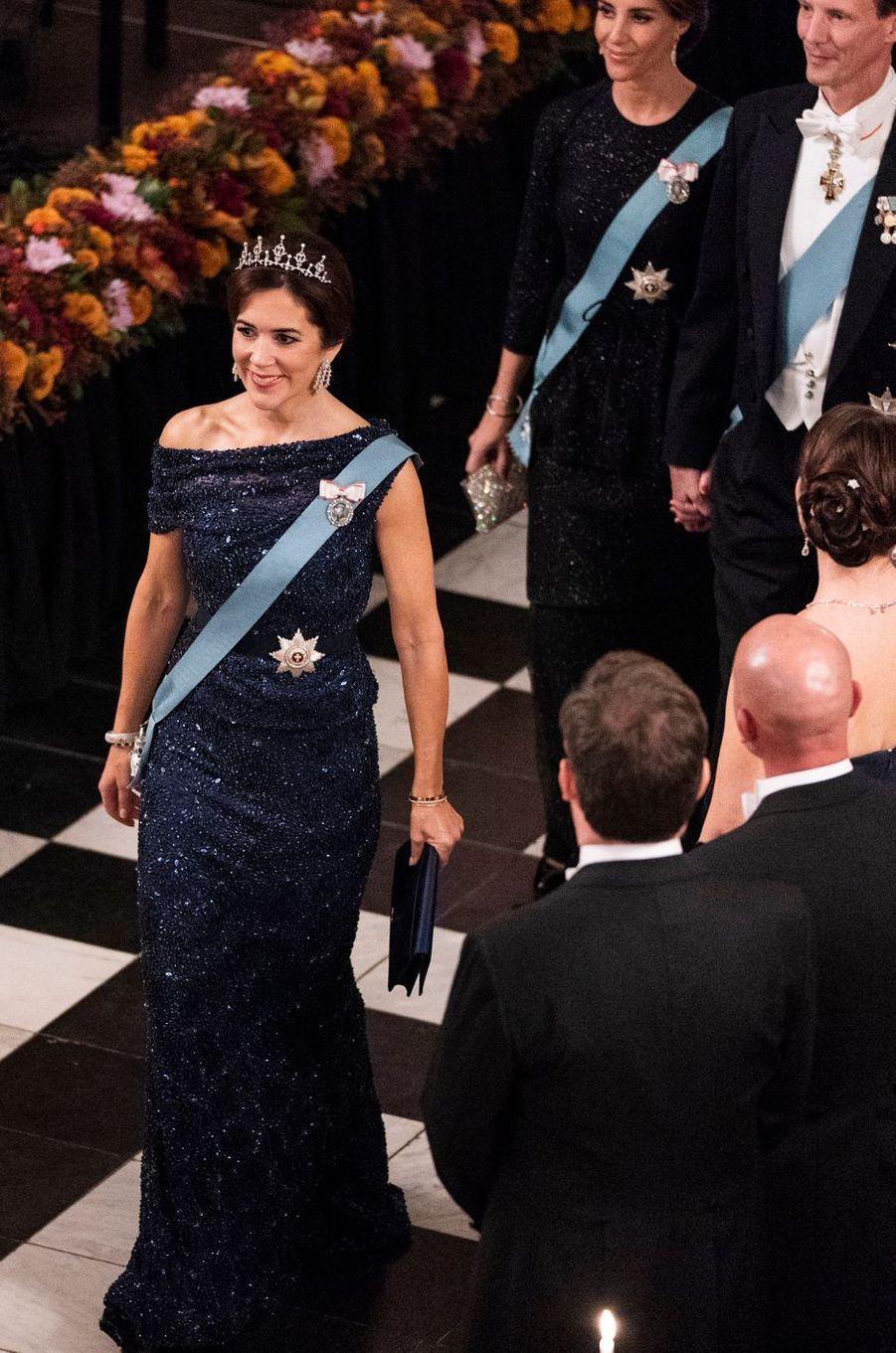 La princesse Mary de Danemark suivie de la princesse Marie et du prince Joachim à Copenhague, le 24 octobre 2018