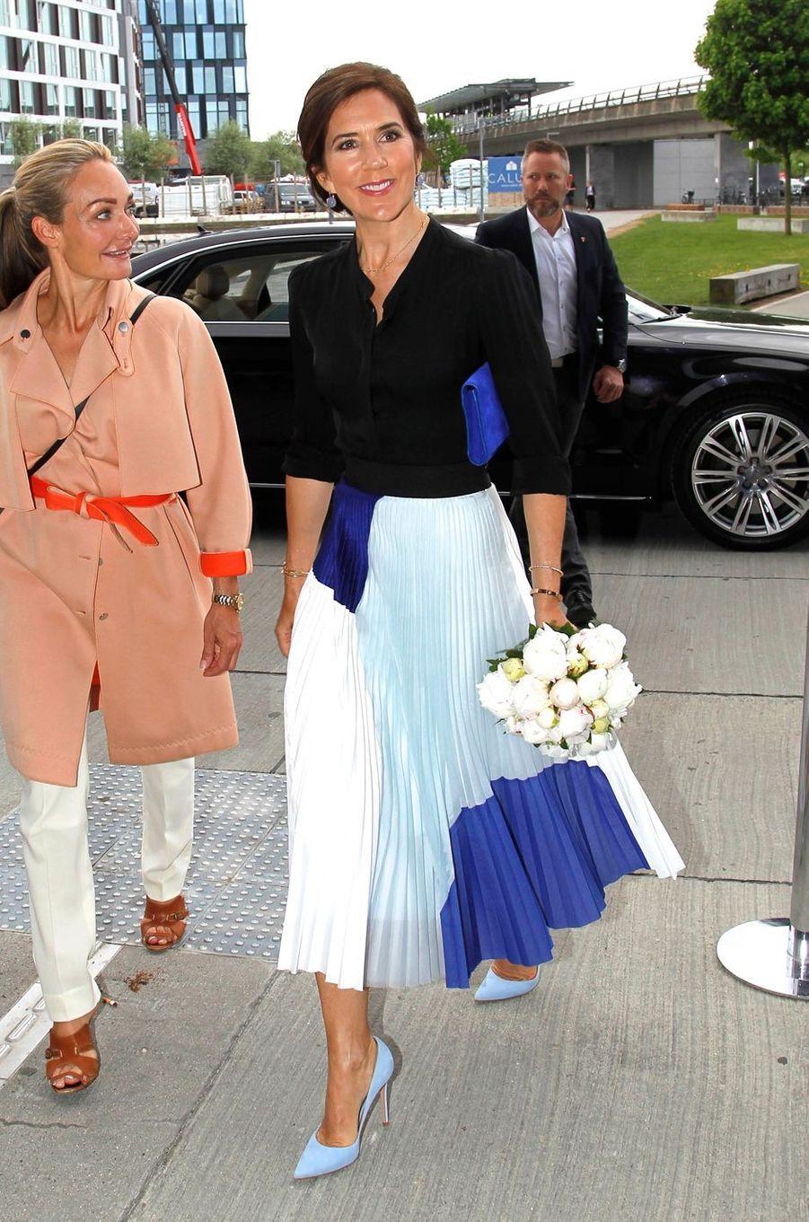 La princesse Mary de Danemark arrive pour le Sommet de la mode à Copenhague, le 15 mai 2018