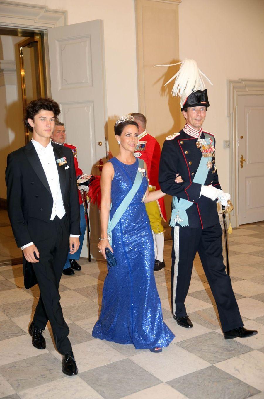 La princesse Marie de Danemark avec les princes Nikolai et Joachim à Copenhague, le 26 mai 2018