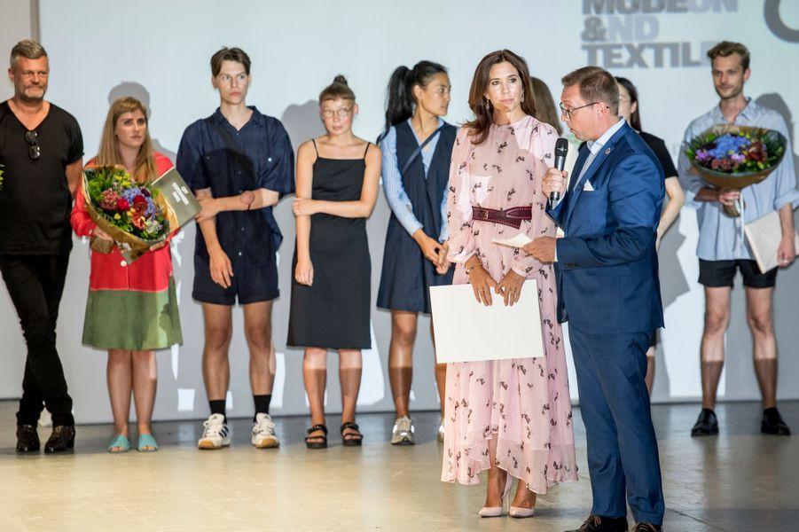 La princesse Mary de Danemark a remis des prix à de jeunes designers à Copenhague, le 8 août 2018