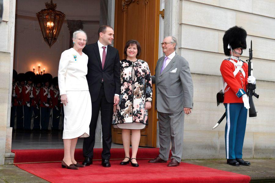 La reine Margrethe II de Danemark avec le prince Henrik et le couple présidentiel islandais au Palais d'Amalienborg à Copenhague, le 24 janvier 2017