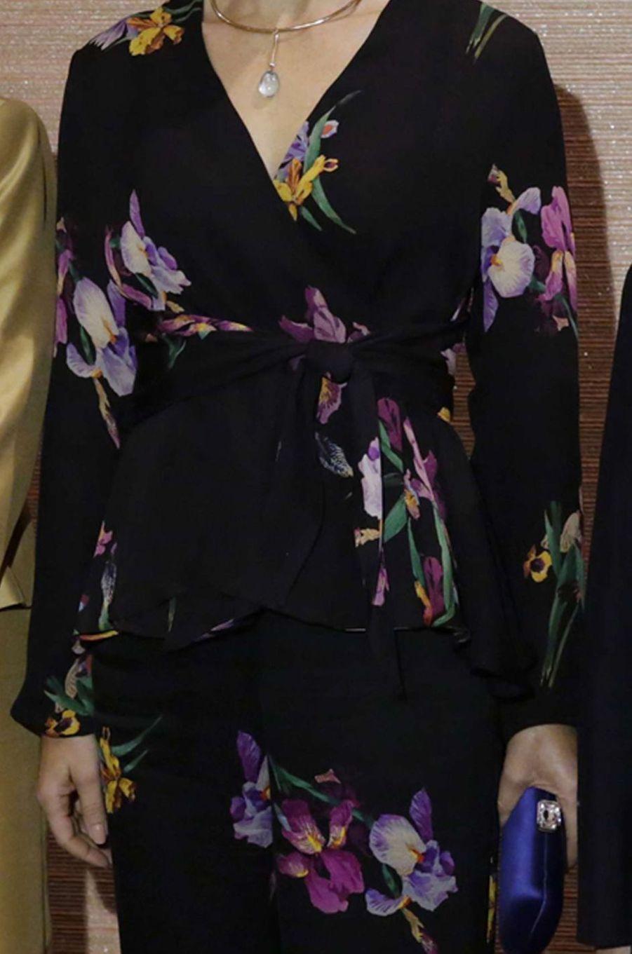 Détail de la veste de la princesse Mary de Danemark au Japon, le 12 octobre 2017