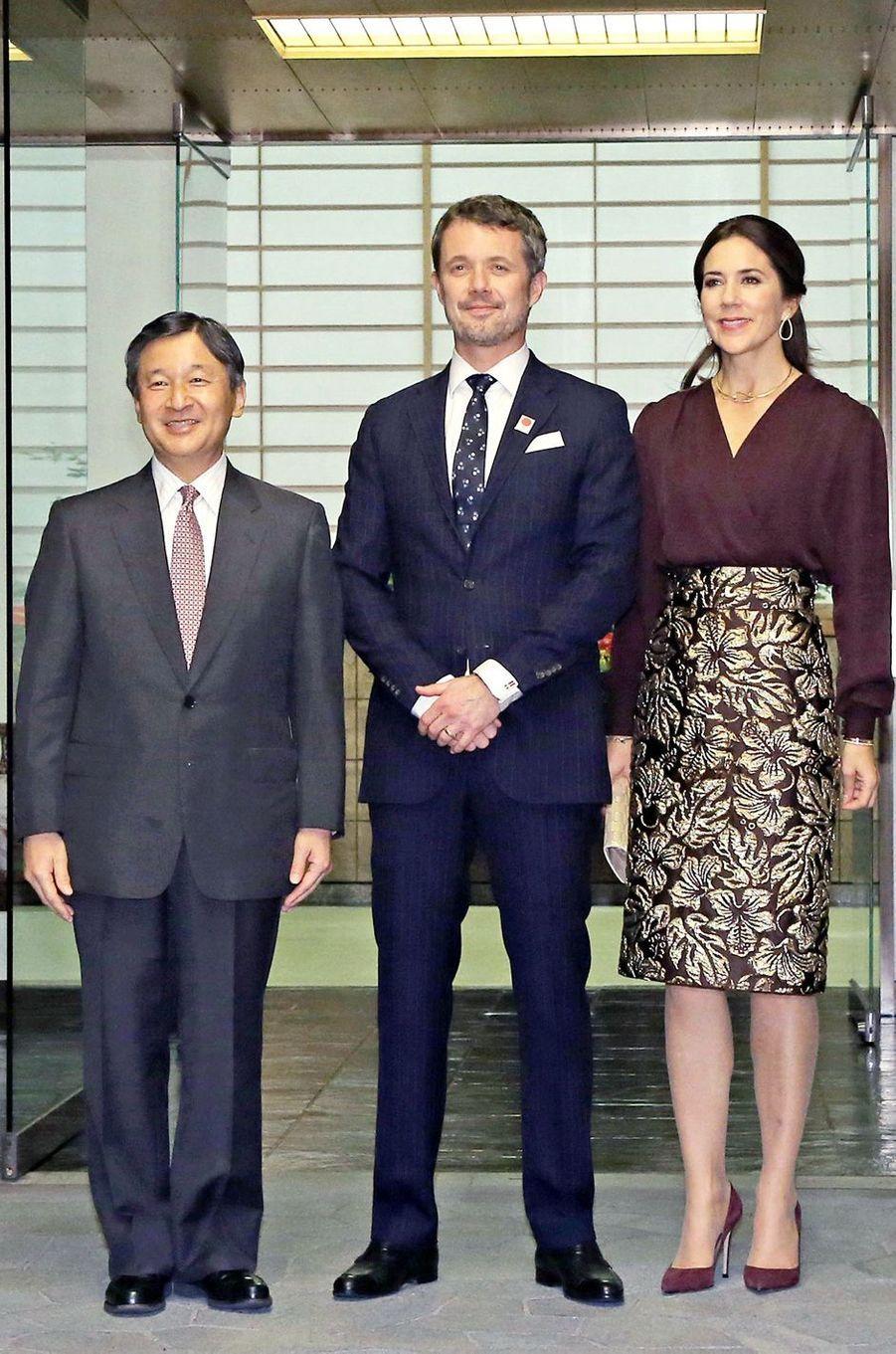 La princesse Mary de Danemark dans une jupe Prada au Japon, le 11 octobre 2017