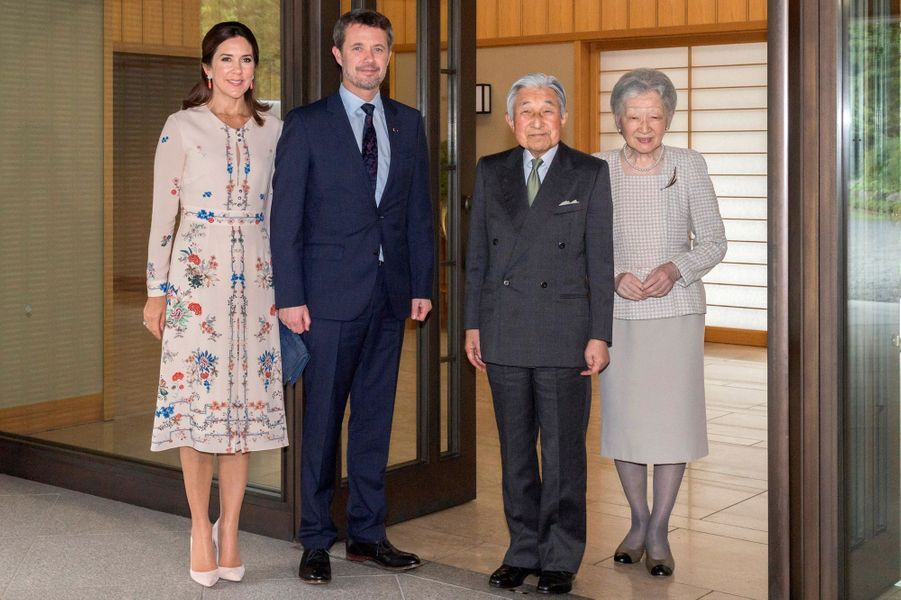 La princesse Mary de Danemark dans une robe Vilshenko au Japon, le 11 octobre 2017